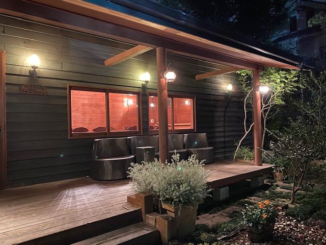 葉山庵 中庭の小屋