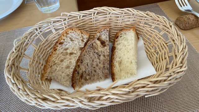 ブシュロン 自家製パン