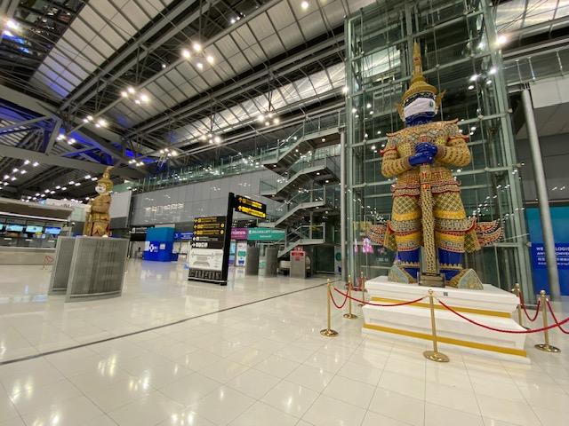 バンコク空港 マスクの像